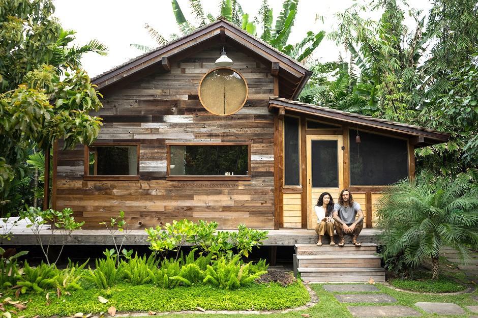 surf shacks 7h09. Black Bedroom Furniture Sets. Home Design Ideas